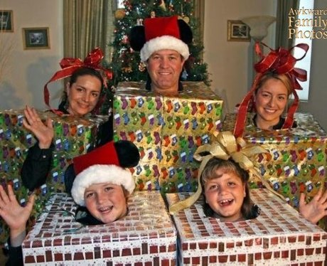 awkward-christmas-family-photos-1386609502-view-0