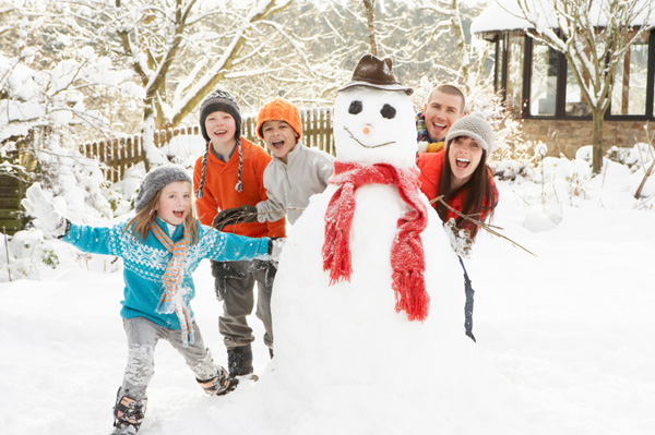 family-photo-christmas-card-snowman_ehbfdx